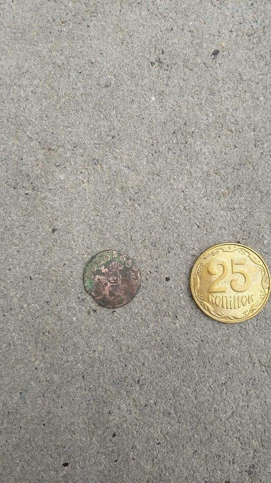 Біля фрагментів Тисменицької брами знайшли старовинну монету (фотофакт)