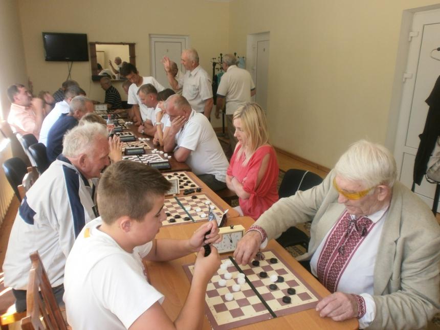 На Косівщині відбувся чемпіонат зі швидких шашок-64