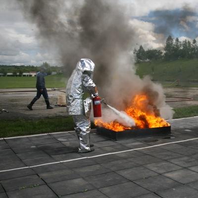 """В металізованому тепловідбивному """"скафандрі"""" навітть пекельний вогонь не страшний"""