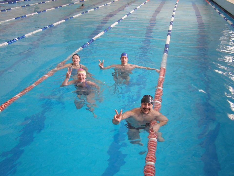 Серед прикарпатських журналістів провели турнір з плавання (фото)