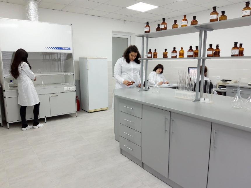 На Прикарпатті запрацювала сучасна лабораторія моніторингу вод та ґрунтів (фотофакт)