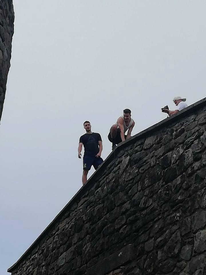 Поліція розшукує горе-туристів, які пошкодили громовідвід на горі Піп Іван (фотофакт)