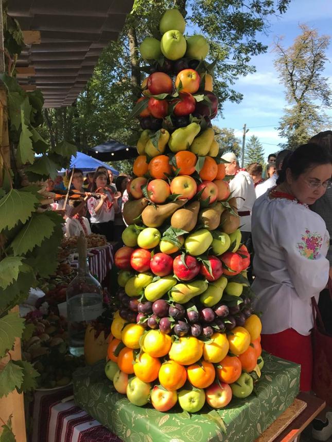 На Снятинщині відбувся фольклорно-етнографічний фестиваль «Покутське яблуко»