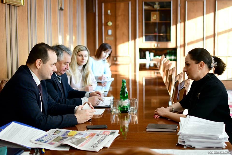 З міським головою Івано-Франківська зустрілась голова української громади Азербайджану